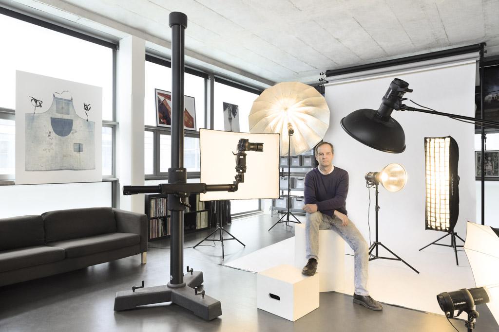 Eric Valdenaire dans son studio