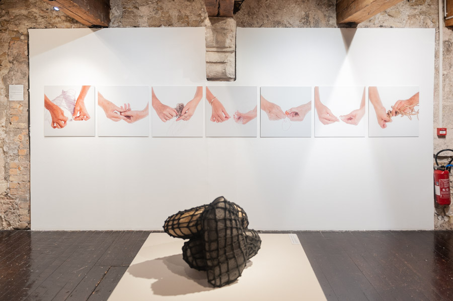 """View of the exhibition """"Thread of time, textile connections"""""""