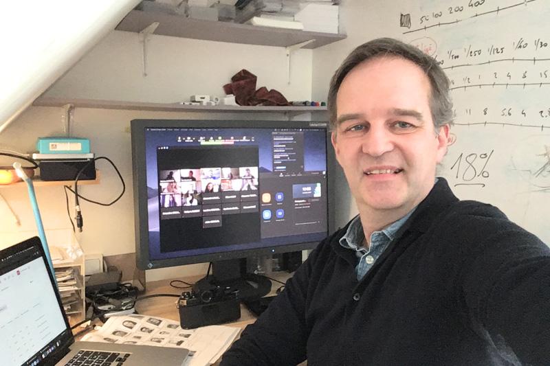 Enseignement à distance de la photographie à des étudiants de l'IIM, l'Institut de l'Internet et du Multimédia, par le photographe Eric Valdenaire à Paris en avril 2020, durant la phase de confinement liée au virus COVID-19.