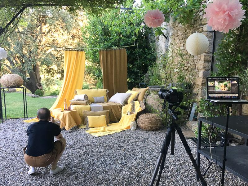 Séance photo produits textiles en Provence pour la marque en fil, d'Indienne... sous la direction artistique de Nicolas Bertrand